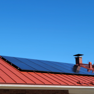5.6 kW aurinkosähköjärjestelmä asennettuna
